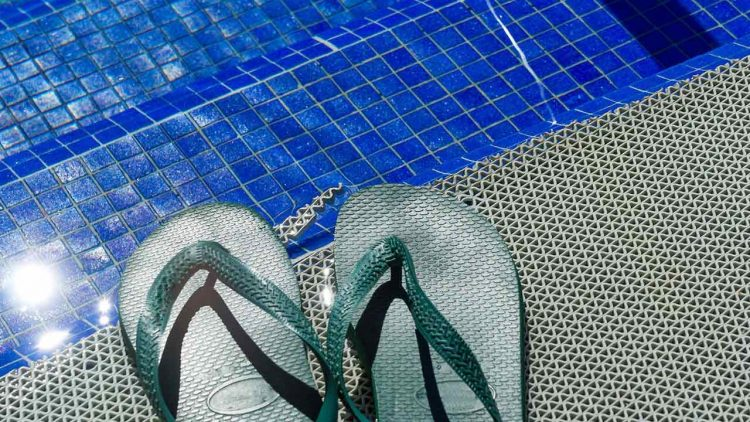 DIY-Pool-Tile-Cleaning-or-Hire-a-Professional